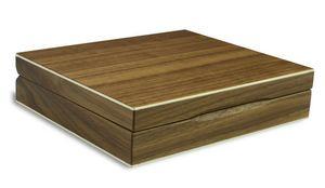 Eine aus Nussbaum-Holz gearbeitete Spielekassette.