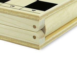 Manche der Kassetten haben sogar ein Holzscharnier.